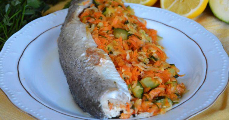 Pstrag pieczony z warzywami