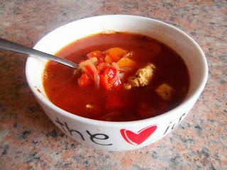 Ostra zupa paprykowa z kurczakiem