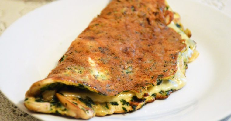 Omlet ze szpinakiem, pieczarkami i serem