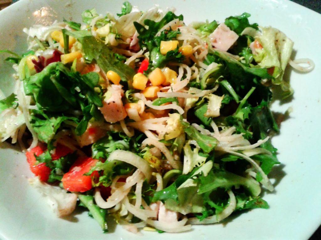 Salatka Z Kurczakiem Wedzonym I Selerem Konserwowym Kucharka W