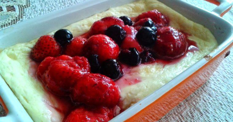 Jednoporcjowe serniczki jogurtowe z owocami