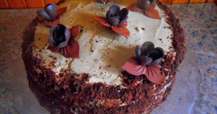 Tort orzechowo-kawowy z malinami
