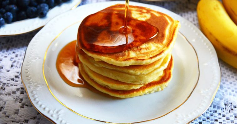 Amerykańskie puszyste pancakes -klasyczne śniadanie w USA