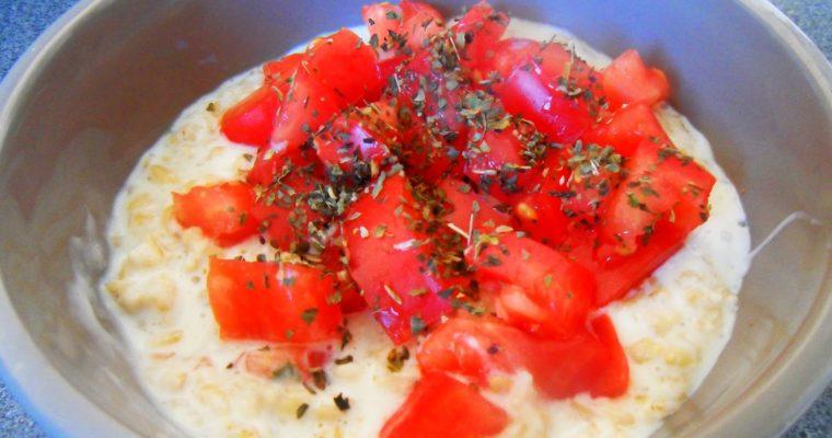 Owsianka serowa z pomidorem malinowym