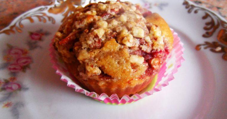 Muffinki z truskawkami i migdałową kruszonką