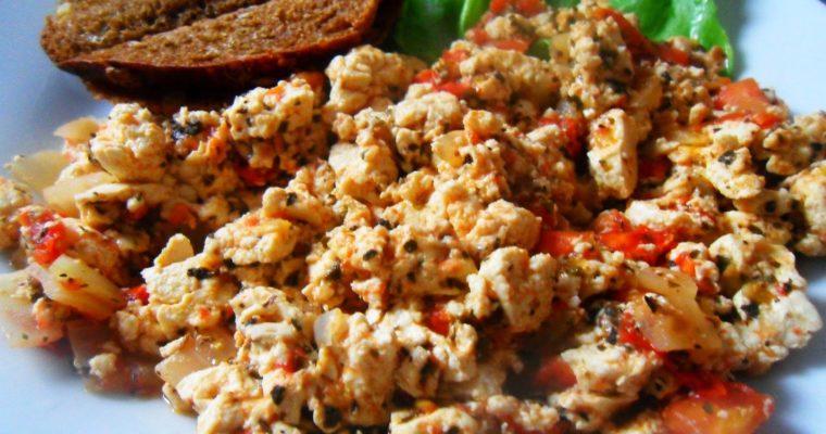 Tofucznica z pomidorami i mozzarellą