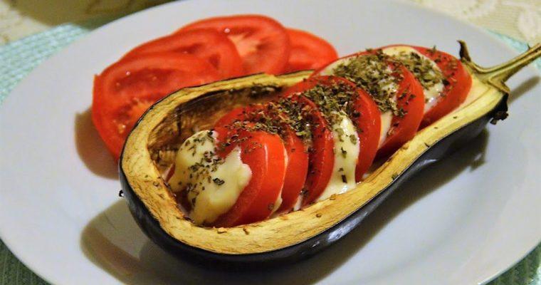 Bakłażany caprese, czyli zapiekane bakłażany z pomidorami i mozzarellą