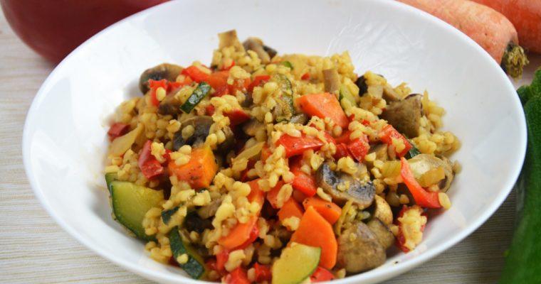 Kasza bulgur z warzywami i mozzarellą