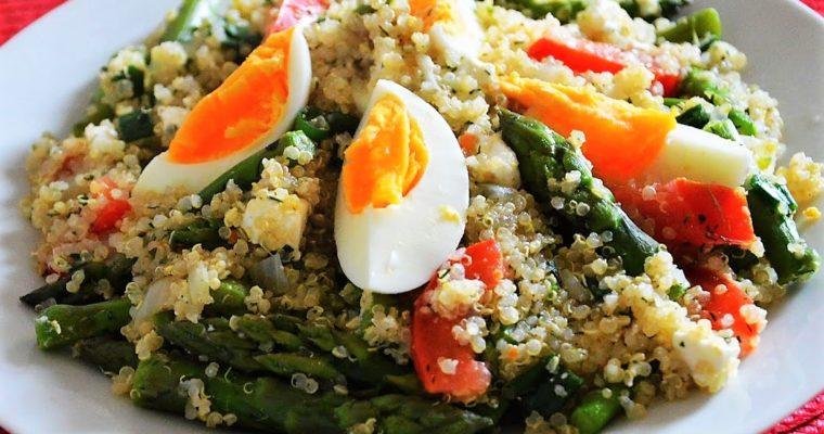 Komosa ryżowa ze szparagami i fetą