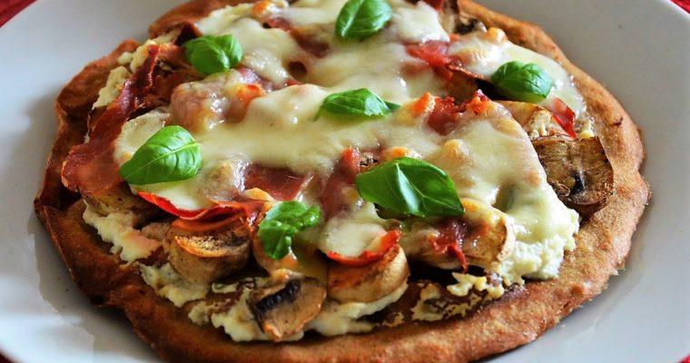 Jednoporcjowa pizza z ricottą, szynka parmeńską i mozzarellą