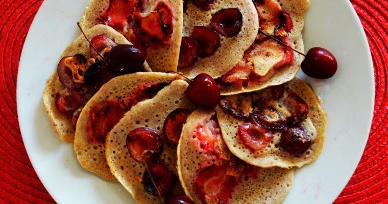 Pancakes z truskawkami i czereśniami