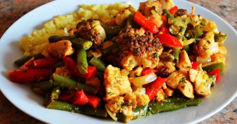 Sezonowa potrawka z kurczakiem, kalafiorem i fasolką