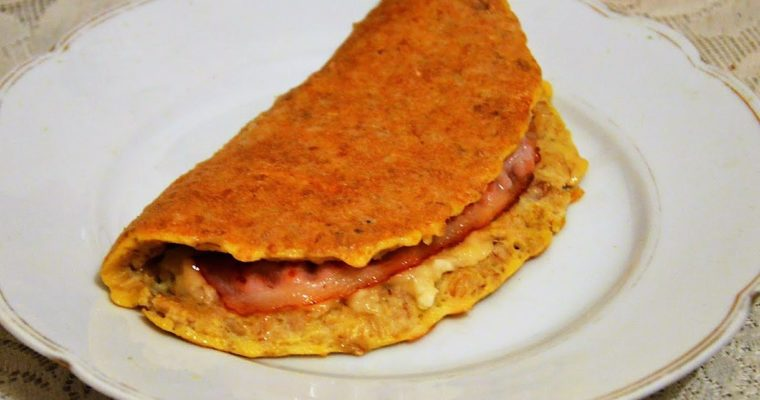 Omlet owsiany z bananem i bekonem
