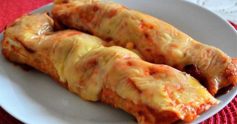 Enchilada zapiekana z mięsem i chorizo