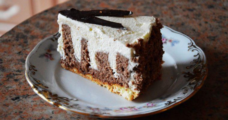 Tort z nutellą chrupiącą i roladą kakaową z kremem o smaku białej czekolady