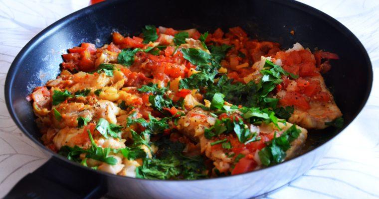 Dorsz duszony w pomidorach