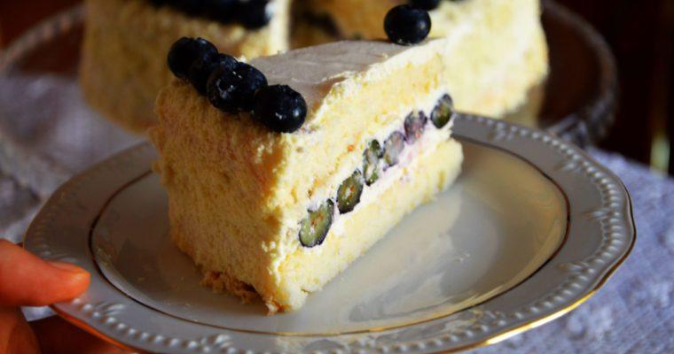Tort sernikowy z borówkami