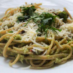 Spaghetti z awokado i parmezanem