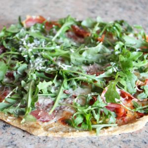 Bezglutenowa pizza jaglana prosciutto