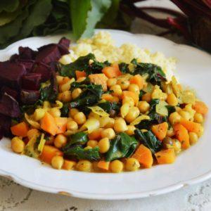 Wegańskie curry z botwinką i ciecierzycą