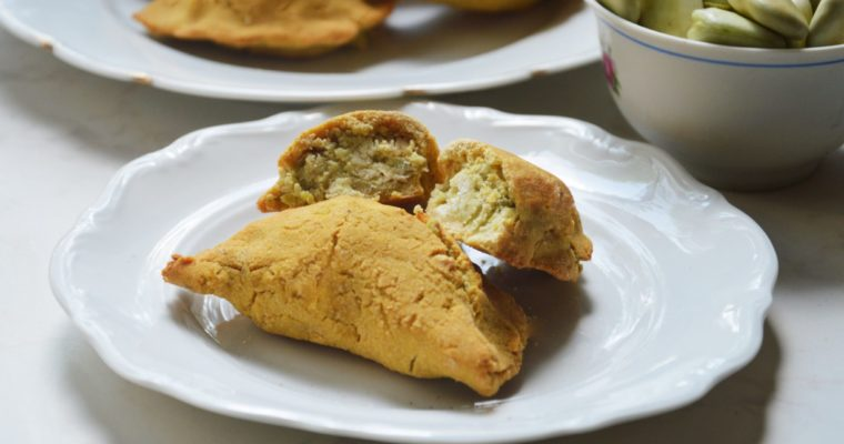 Bezglutenowe pierogi z mąki z ciecierzycy z bobem i fetą