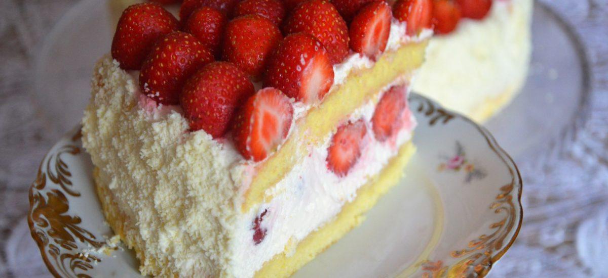 Najprostszy tort ze śmietaną i truskawkami