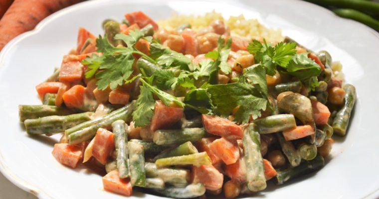 Wegańskie curry z fasolką szparagową i ciecierzycą