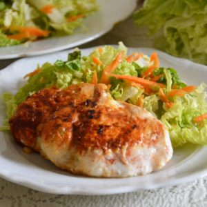 Soczysta pierś kurczaka w pergaminie bez tłuszczu