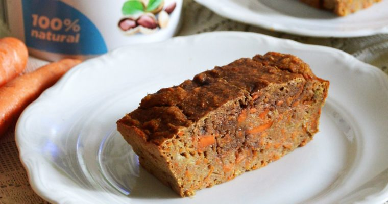 Zdrowe ciasto marchewkowe z masłem orzechowym bez cukru