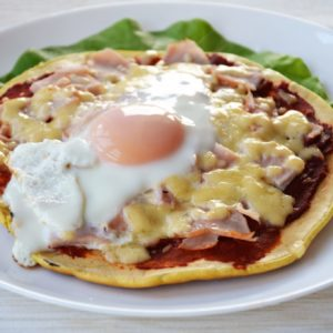 Pizza śniadaniowa z jajkiem, czyli brekkie pizza
