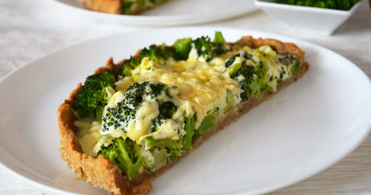 Tarta z brokułami i serem cheddar
