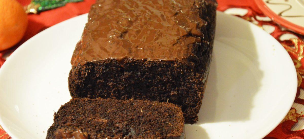 Wegańskie piernikowe ciasto czekoladowe z pomarańczą na święta