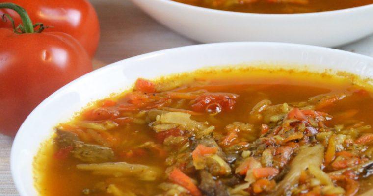 Wegańskie flaki z boczniaków z pomidorami