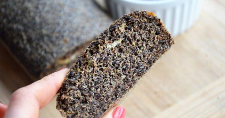 Bezglutenowy chleb z siemienia lnianego bez mąki