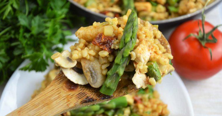Kasza bulgur z kurczakiem, szparagami, pieczarkami i parmezanem
