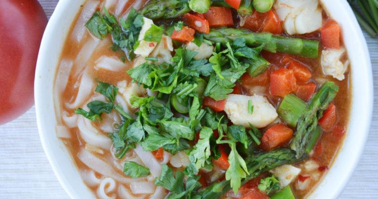 Zupa laksa z dorszem i szparagami