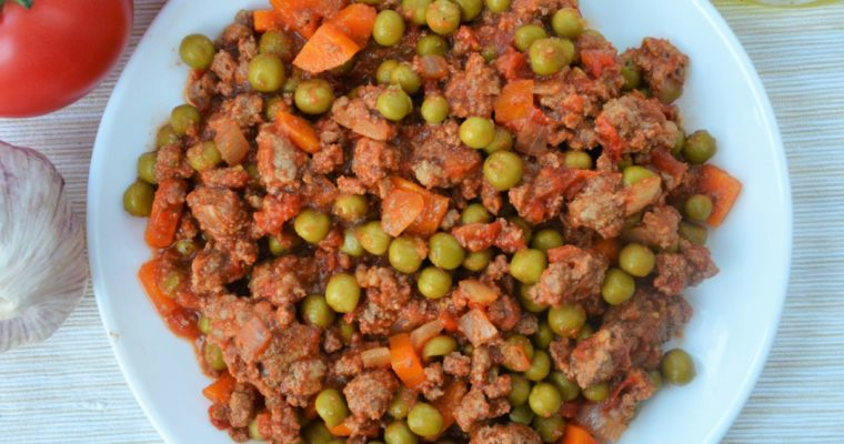Wołowina z groszkiem i pomidorami