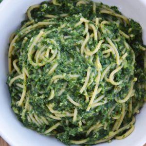 Spaghetti z awokado, szpinakiem i nerkowcami - wegańskie, szybkie i pyszne