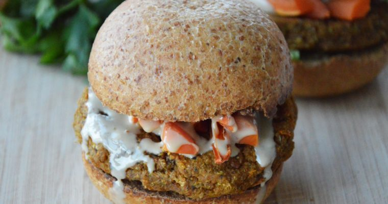 Wegańskie burgery z batatów i komosy ryżowej – podobno najlepsze roślinne burgery na świecie
