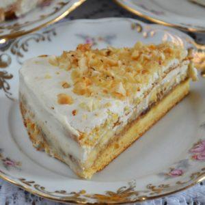 Tort miodowy z serkiem, karmelem daktylowym i bananami - zdrowy i bez cukru