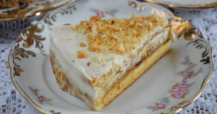 Tort miodowy z serkiem, karmelem daktylowym i bananami – zdrowy i bez cukru