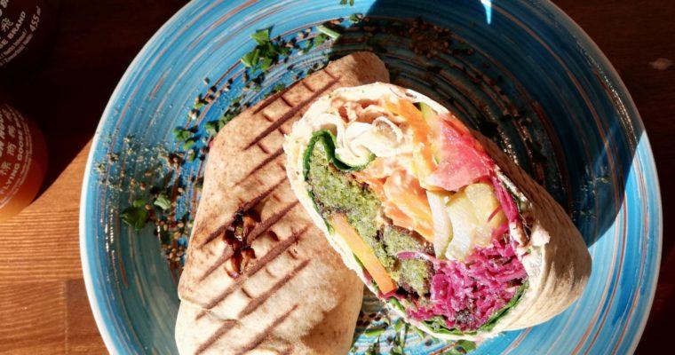 Falla w Warszawie – najlepsze wegetariańskie wrapy, szakszuki pełne warzyw i średnie kimchi