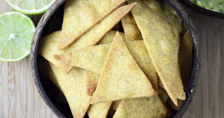 Chrupiące pieczone nachos z guacamole – idealna przekąska na imprezę lub wieczór