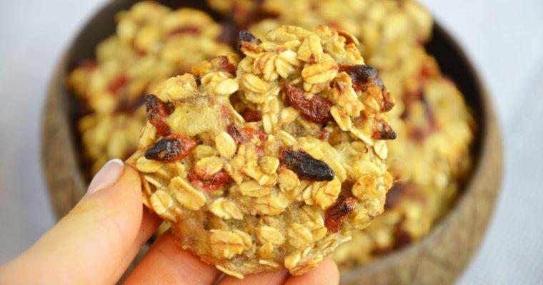 Trzyskładnikowe ciasteczka owsiane z jagodami goji- bez cukru i mąki, wegańskie, superpyszne i superłatwe
