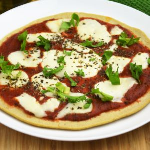 Dwuskładnikowa fit pizza z patelni a la margherita