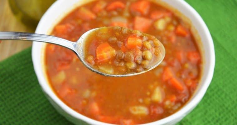 Fakes, czyli niezwykle sycąca, gęsta i łatwa grecka zupa z soczewicy