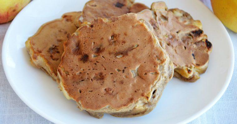 Proteinowe placki z jabłkami i masłem orzechowym – szybkie, zdrowe i pyszne