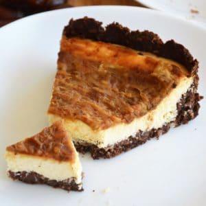 Bezglutenowy sernik bez cukru z czekoladowo-kokosowym spodem