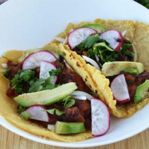 Wegańskie tacos z fasolą i awokado - pikantne, łatwe i pyszne
