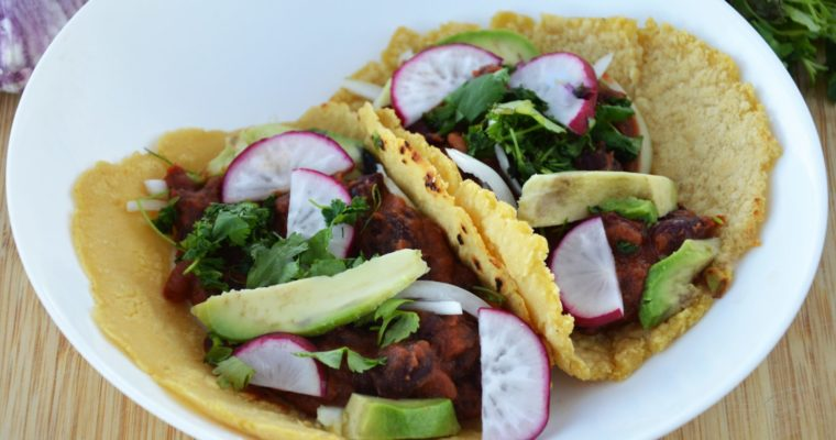 Wegańskie tacos z fasolą i awokado – pikantne, łatwe i pyszne